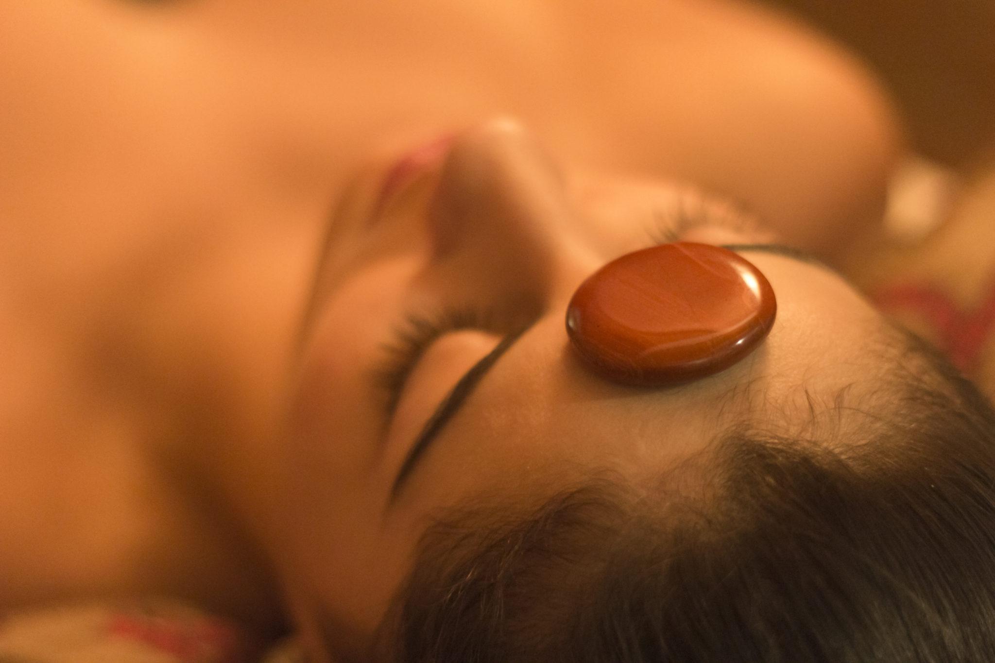 Masaje de Piedras preciosas